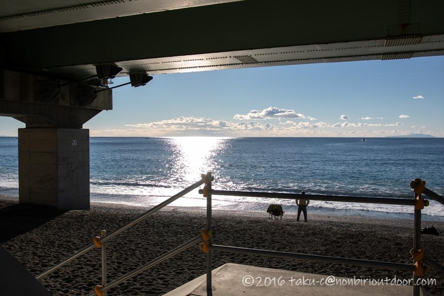 日が昇った国府津海岸でショアジギング