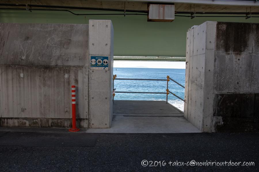 国府津海岸の入口