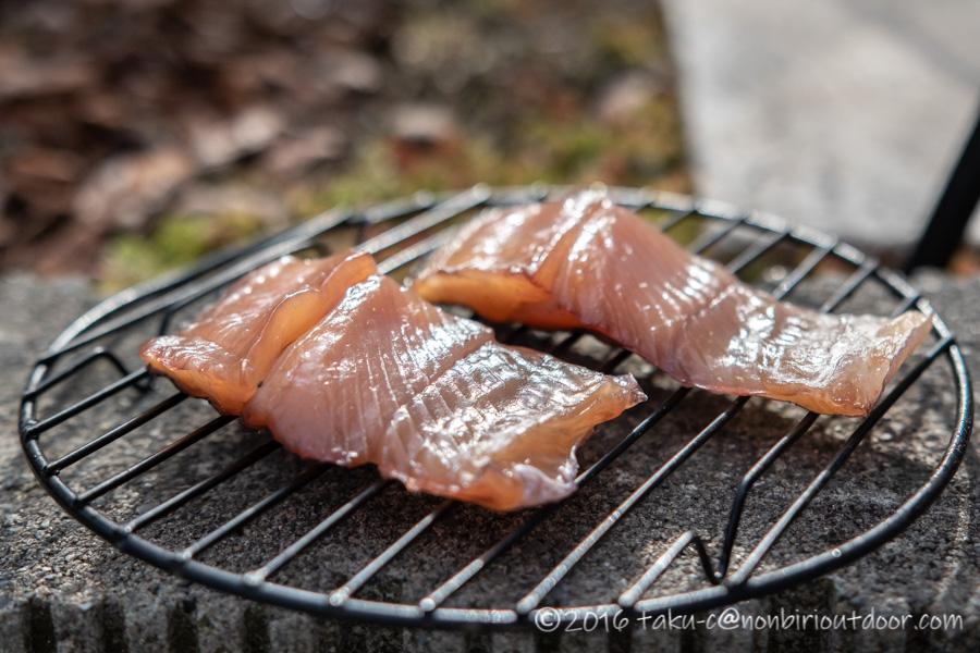 管理釣り場で釣ったニジマスで燻製を作る