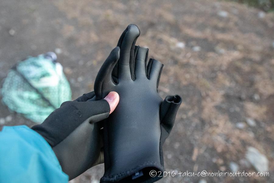 寒い時期用のモンベルの釣り手袋