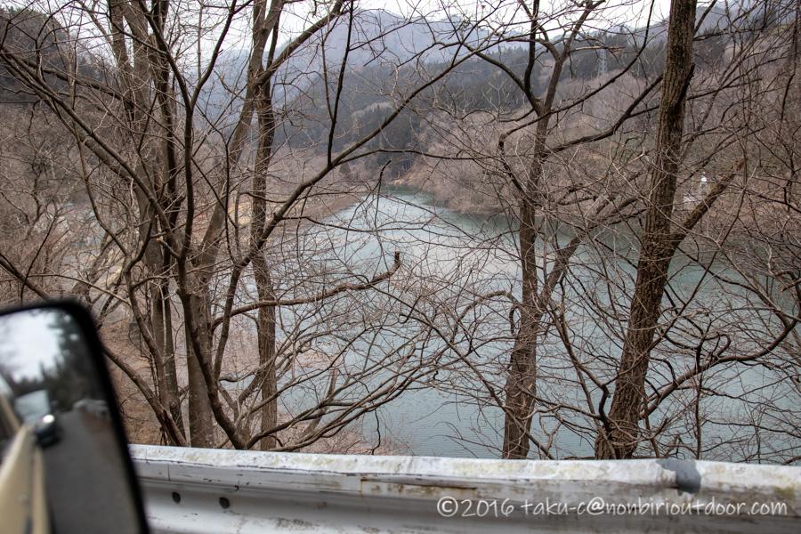 湯島オートキャンプ場の横の赤谷川