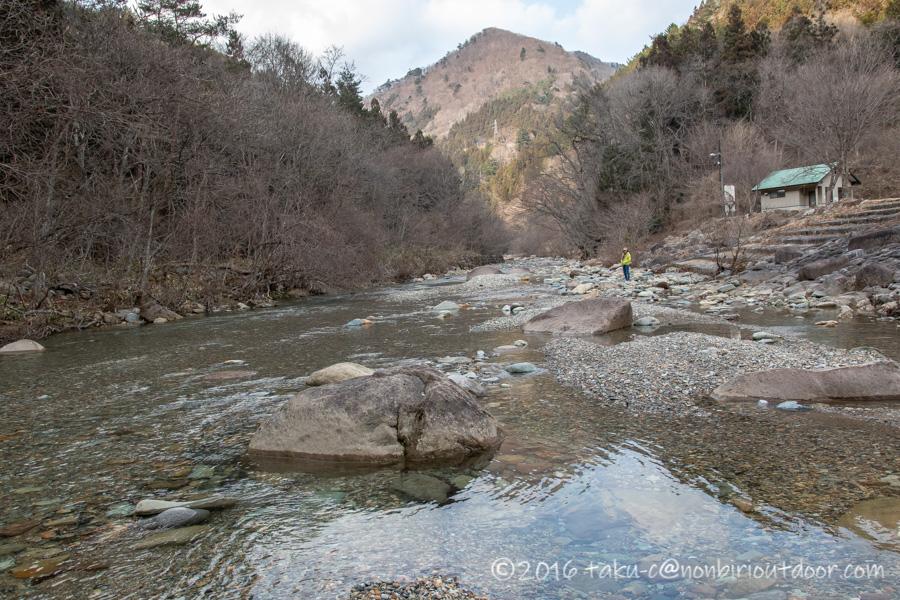 湯島オートキャンプ場の脇の赤谷川