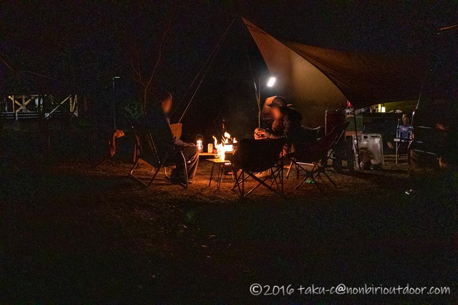 湯島オートキャンプ場でのキャンプの焚き火