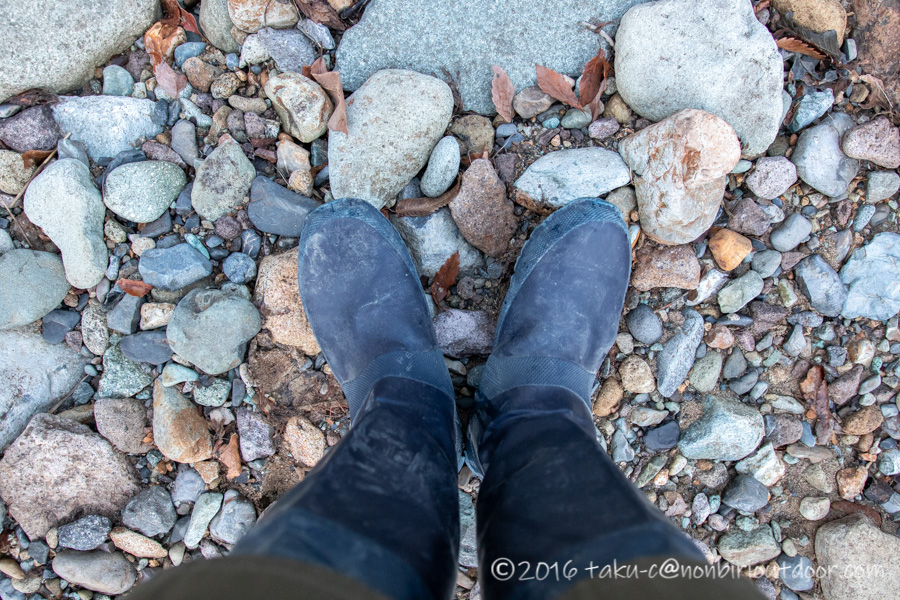 湯島オートキャンプ場の横の赤谷川の沢歩き