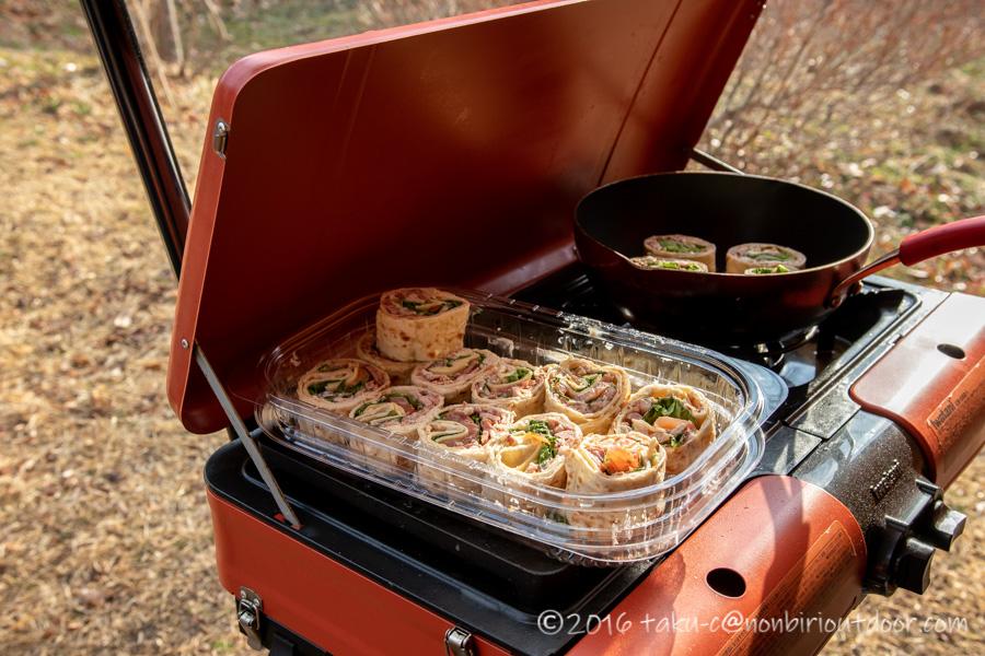 湯島オートキャンプ場での朝ごはんはコストコのハイローラーを焼く