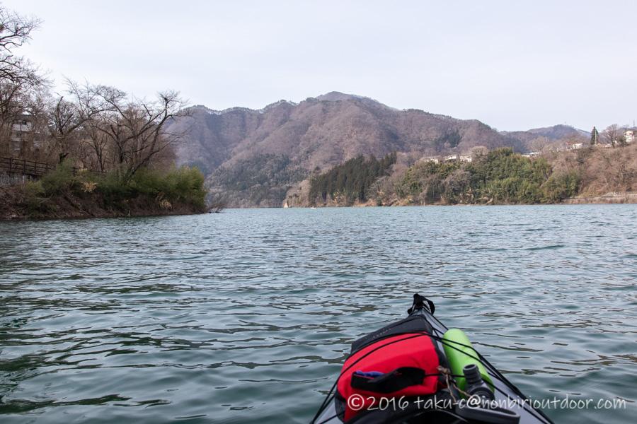 湯島オートキャンプ場からカヤックで赤谷湖に到着