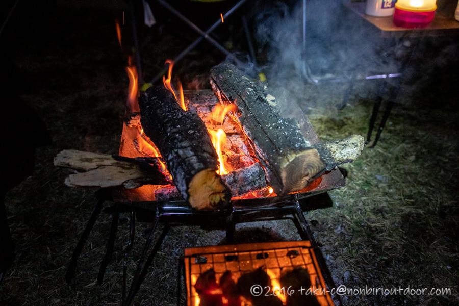 湯島オートキャンプ場での焚き火