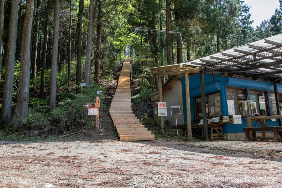 和田峠の茶屋から陣場山へハイキングの入口