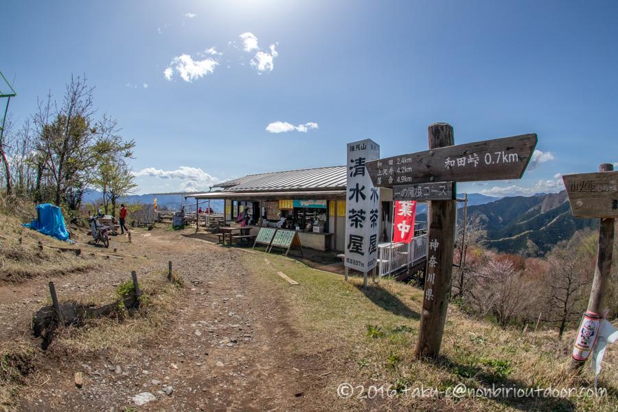 陣馬山山頂の茶屋