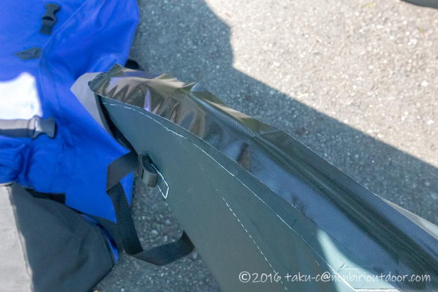 フジタカヌー アルピナ2 460のボトムを布のガムテープで保護する