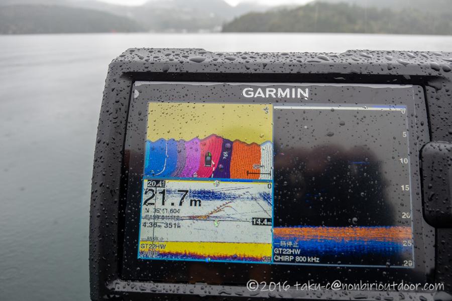 芦ノ湖でのカヤックフィッシングでジギング